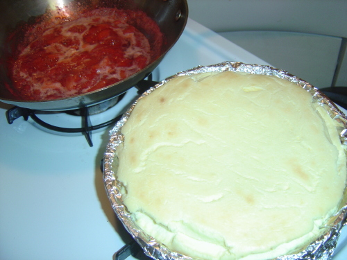 [cooling cheesecake and cooking strawberries]