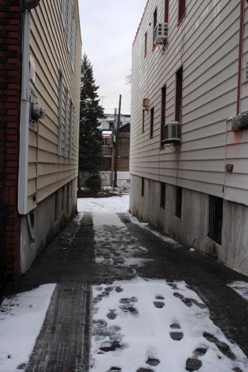 [narrow driveway]